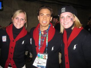 The Lamoreaux sisters pose with Apolo Ohno during the closing cermony.